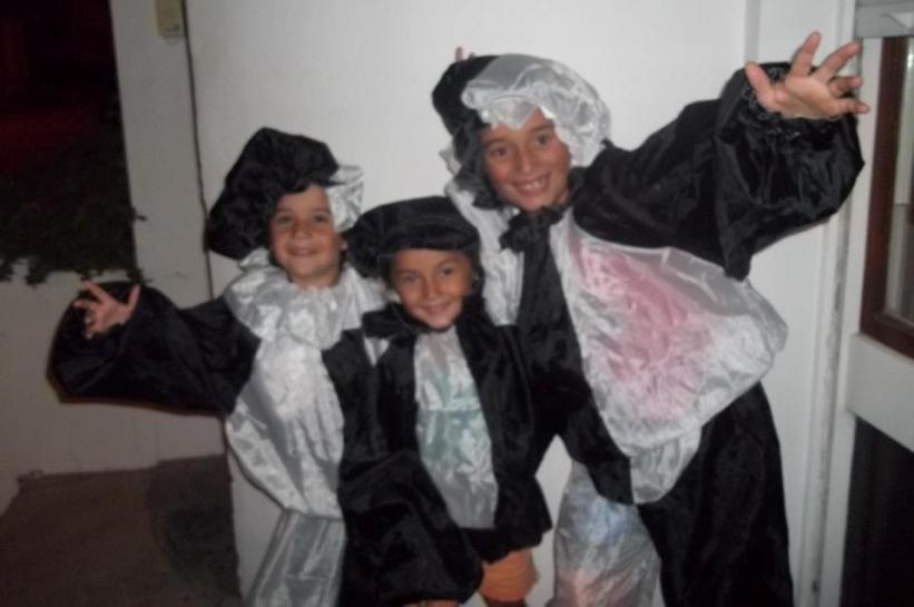 Los chicos disfrazados de arlequines