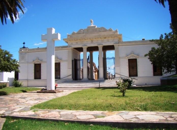 El Cementerio abrirá hasta las 18 este fin de semana