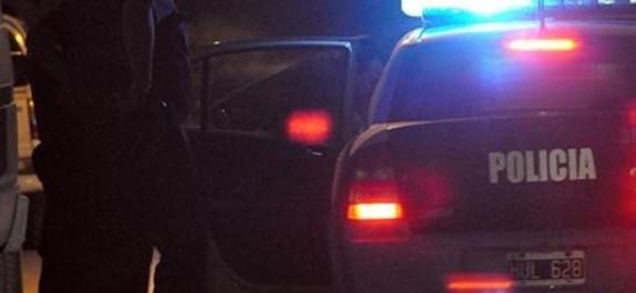 Policía-detenido-noche