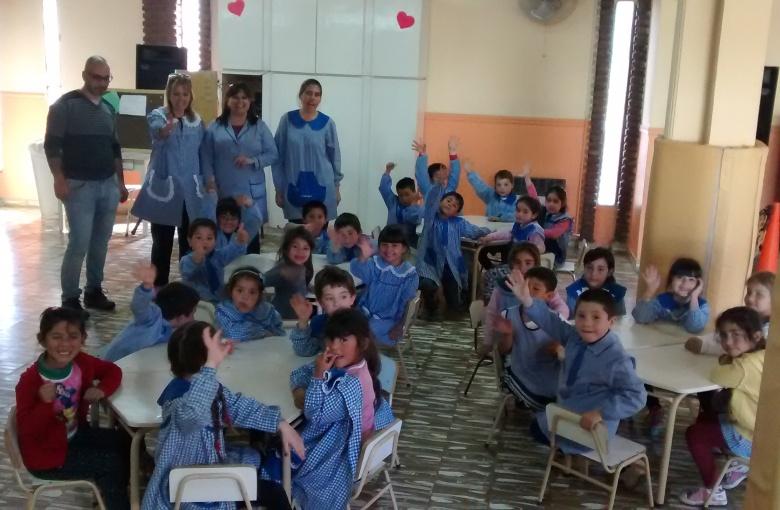 Entrega de mesas y sillas a jardines de infantes diario for Jardin de infantes 2015