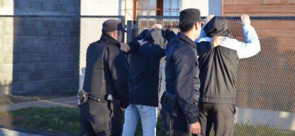 Policia detenidos