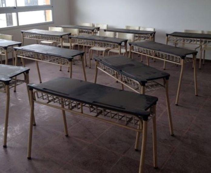 Llegaron los muebles para la nueva secundaria diario for Muebles colegio