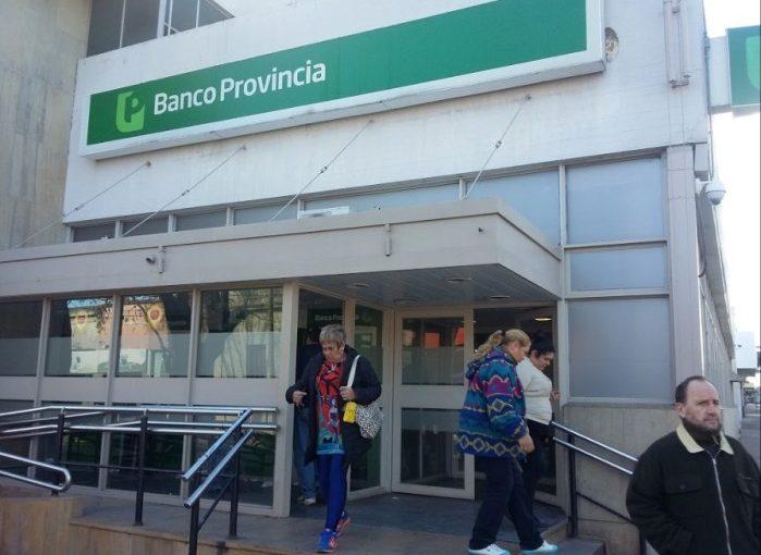 Este martes los bancos no abren sus puertas