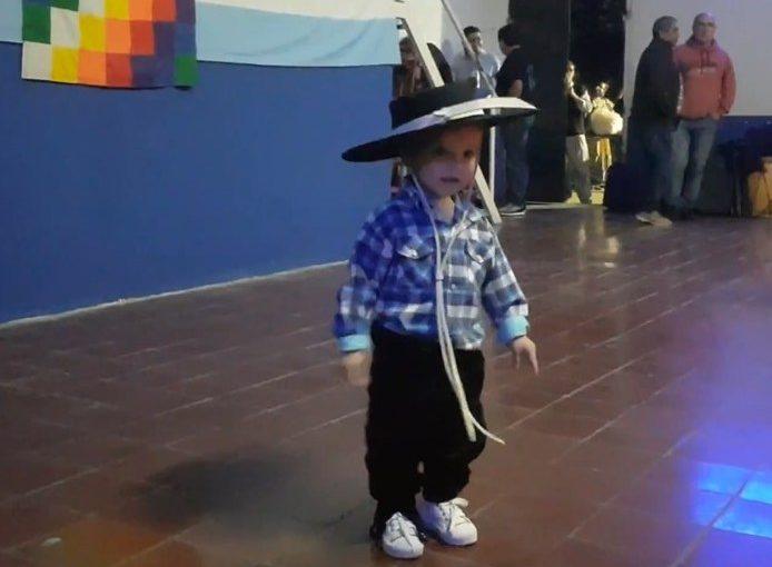 Debutó el bailarín más pequeño del mundo