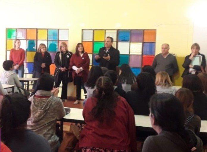 Con apoyo del Municipio, 80 mamás vuelven a clases
