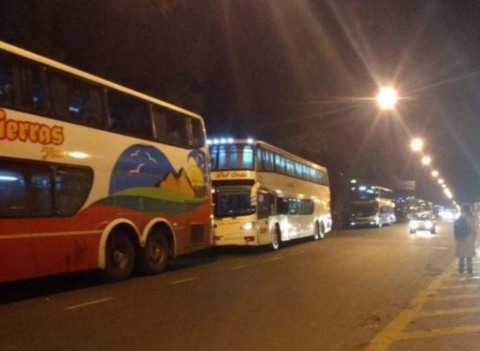 SUSPENDEN TRANSPORTE DE LARGA DISTANCIA Y VUELOS DE CABOTAJE