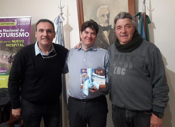 El Intendente Javier Olaeta recibió al destacado físico Fernando Alday
