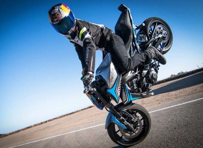 Gamuza, acrobacias en moto en el Rally Federal