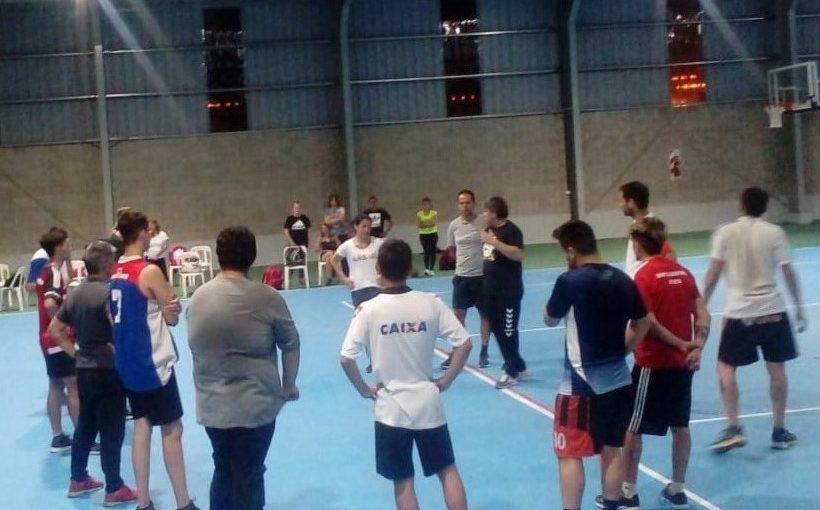 Capacitación de handball para profesores de educación física en el Microestadio