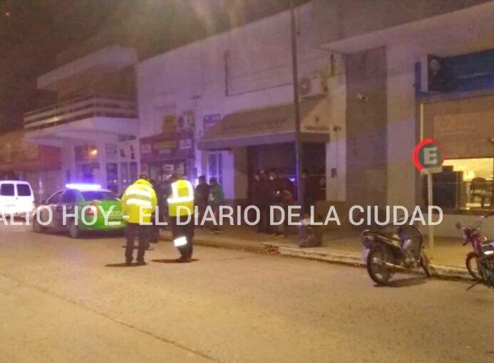 ECHARON DE SALTO A ARRECIFEÑOS QUE VIOLARON LOS CONTROLES PARA COMPRAR CIGARRILLOS