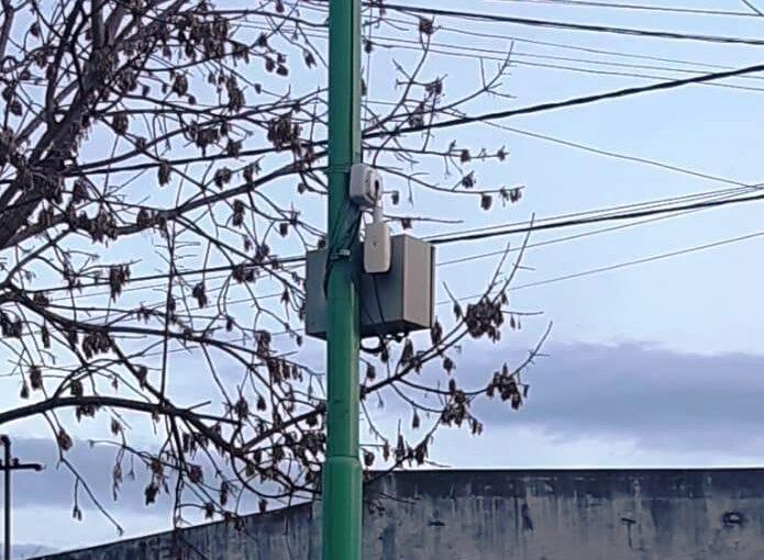SE IDENTIFICÓ A QUIENES ROMPIERON UNA CÁMARA DE SEGURIDAD