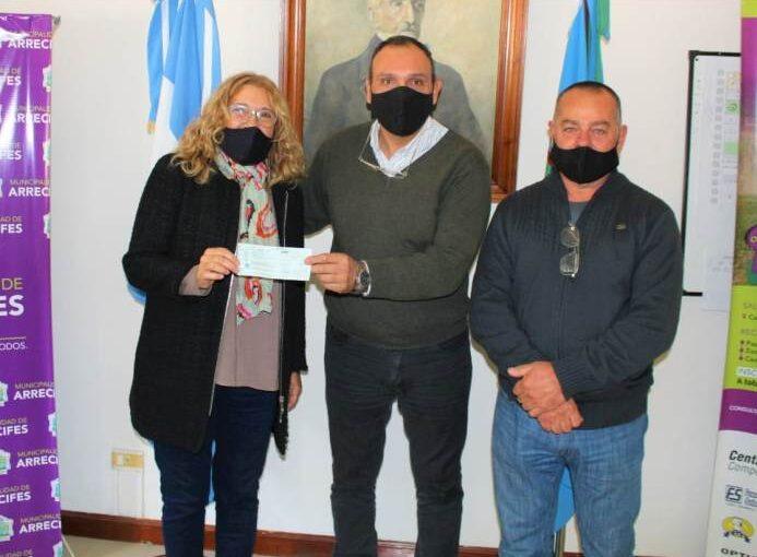 Olaeta entregó un subsidio a la Sociedad Italiana