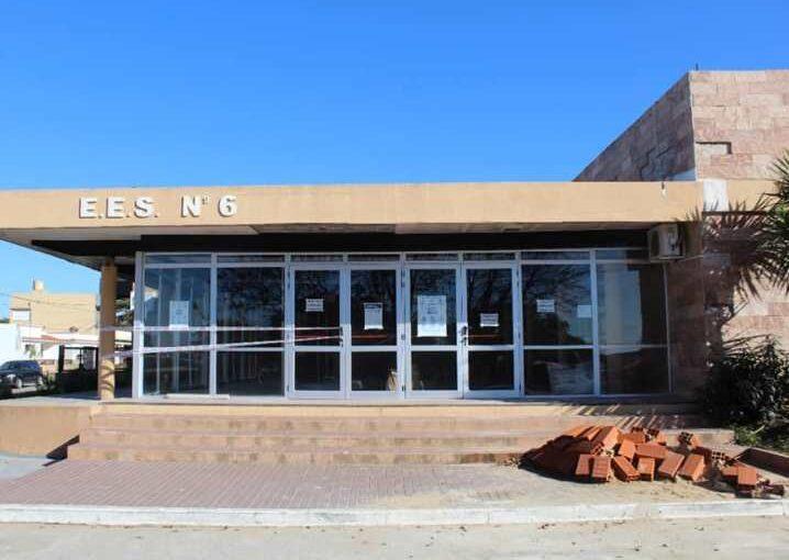 El Gobierno de la Provincia determinó la demolición de la losa del SUM de la Escuela 6